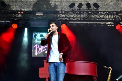 Sänger auf der Bühne - zuckerkick